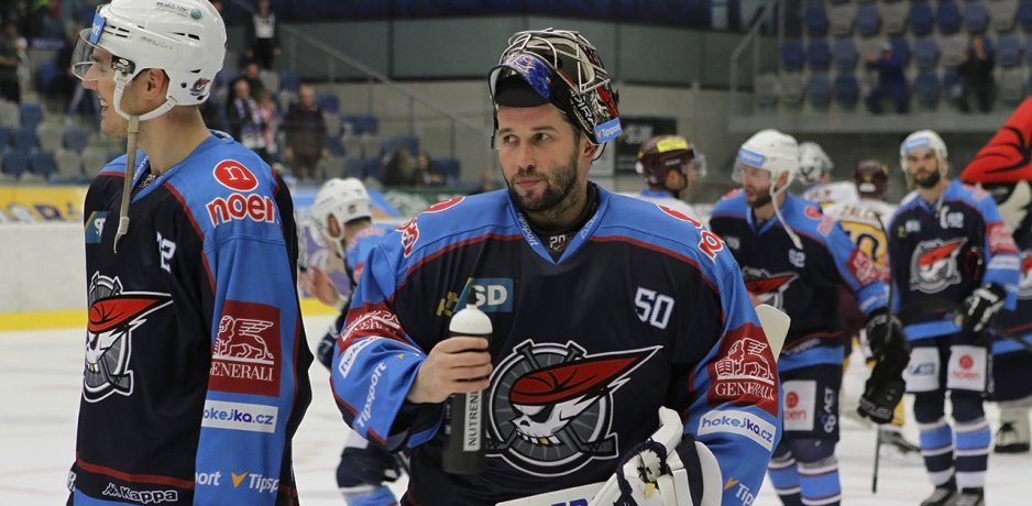Fribourg & Chomutov off to surprise starts